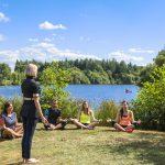 Relaxation guidée, yoga et atelier bien-être réalisés en exterieur au domaine de Cicé-Blossac